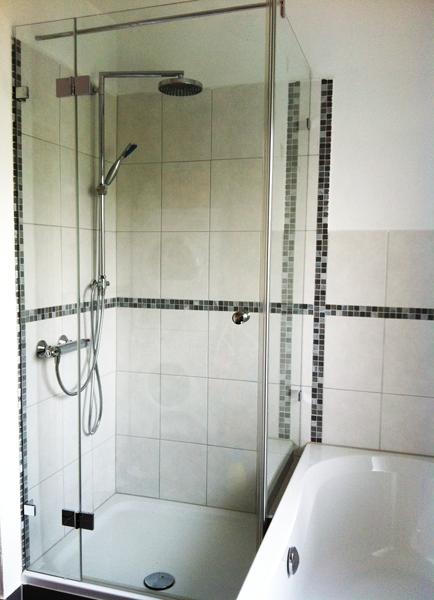 duschkabine mit verkurzter seitenwand auf badewanne. Black Bedroom Furniture Sets. Home Design Ideas