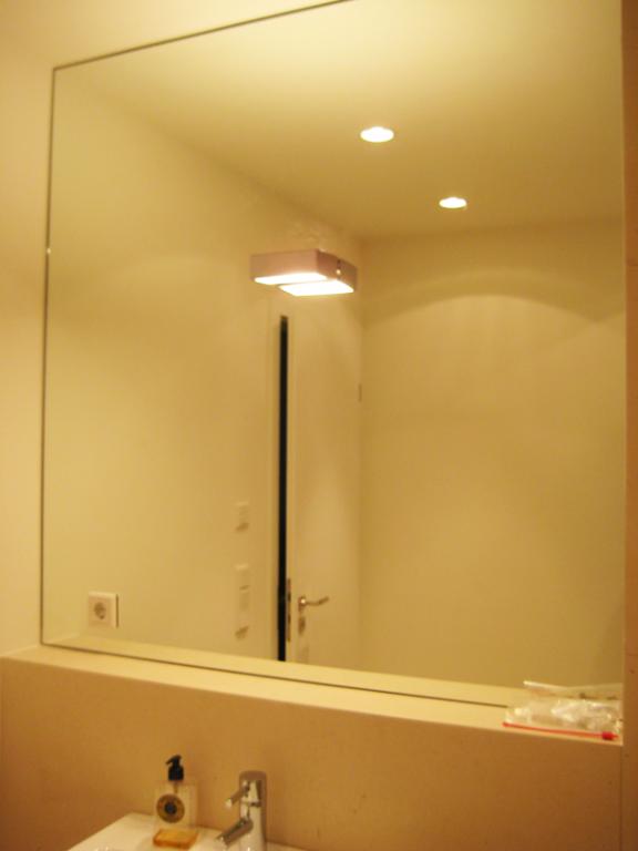 Spiegelmontagen glas und spiegel thomas maier for Spiegel im spiegel